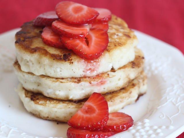 Fügen Sie Hüttenkäse Ihrem Pfannkuchenteig hinzu