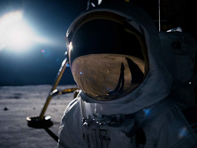 First Man Is One Small Step for Damien Chazelle, One Giant Yawn for Moviegoers