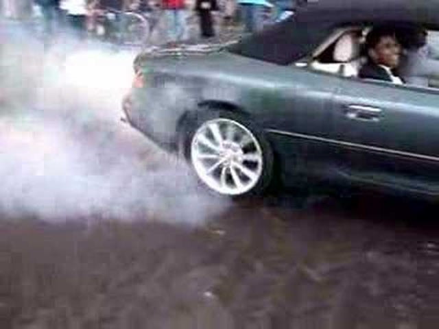 I found this cool video of an Aston-Martin burnout