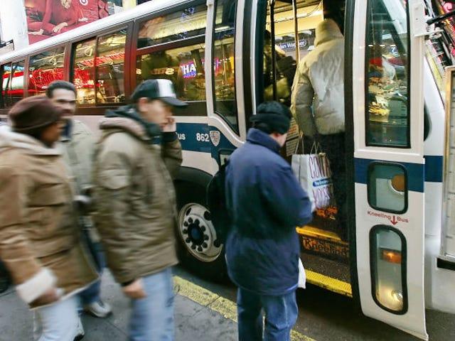 Карти Google надають доступ до автобусів, які обслуговуються на автобусах, а також метрополітені
