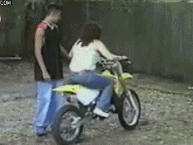 Den här killen har just skrivit den hetaste av att ta på nybörjare motorcyklar (sökande peter svart)