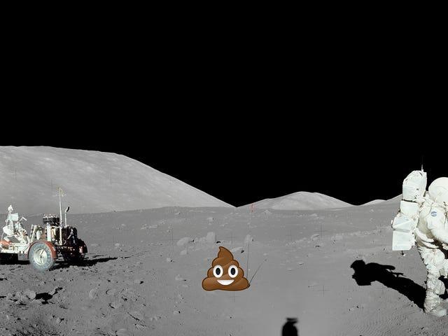 चंद्रमा पर पूप है