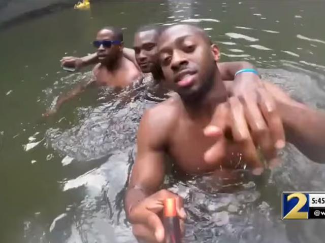 YouTuber ने डूबने से पहले आदमी के अंतिम क्षणों को दिखाते हुए SD कार्ड पाया