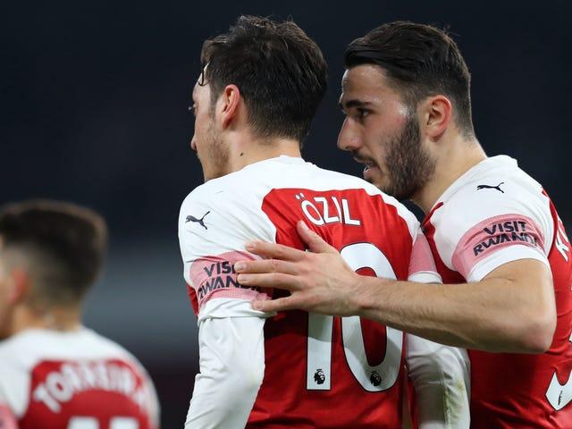 Mesut Özil y Sead Kolašinac atacados por ladrones con cuchillos mientras conducían en Londres