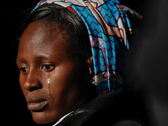 ドナルド・トランプは人種差別主義者であるので、ナイジェリアの少女たちは行方不明になっている