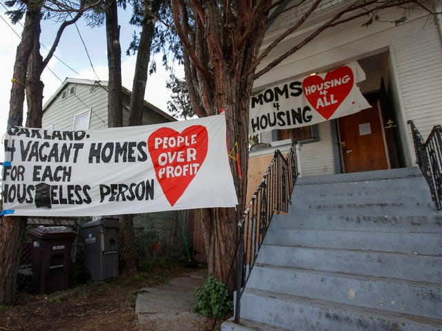 Prosecutors Drop Charges Against Moms 4 Housing as Group Continues Fighting for 'Fundamental Right' to Safe, Affordable Shelter