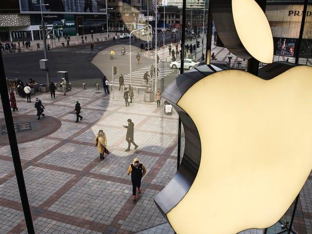 AppleとFoxconnは、中国で労働法を破ってiPhoneを製造したとして非難