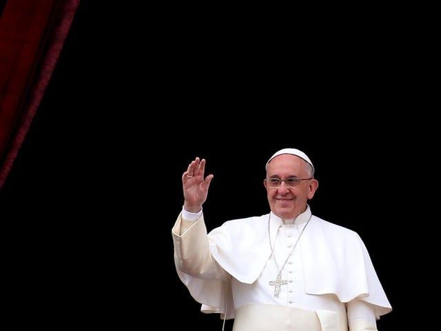 Cảnh sát giao thông Philippines buộc phải mặc tã người lớn cho chuyến thăm của giáo hoàng
