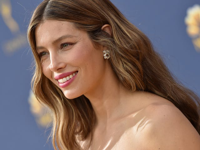 Jessica Biel says she's not an anti-vaxxer, she just crush a lot