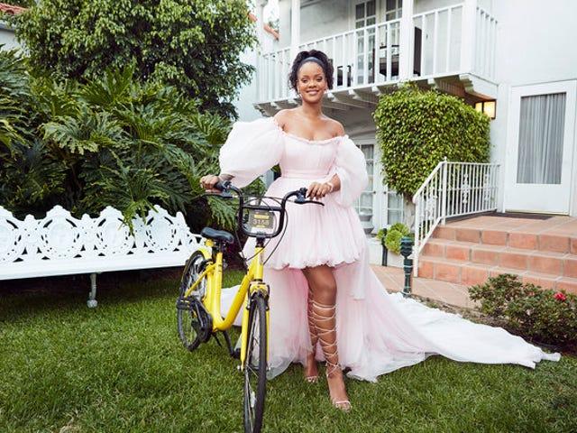 Rihanna lanseeraa Bike-ohjelman tytöille Malawissa