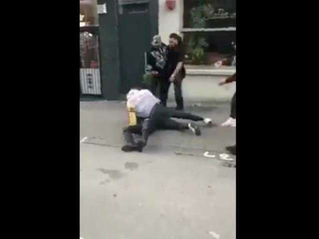 Manchester City Defender Jason Denayer beklager sparkende mann i hodet under Street Fight