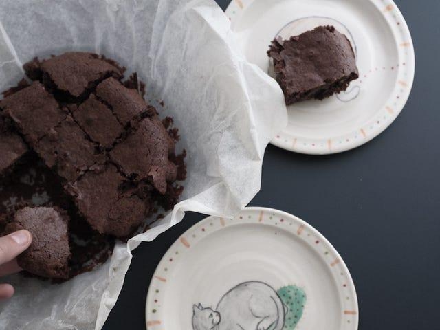 Αυτά τα Brownie κακάου One-Bowl είναι η τέλεια λύση για κακές μέρες