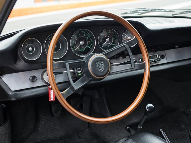 Як Porsche 911''s Міністерство внутрішніх справ та Iconic П'ять-Gauge Кластер Evolved Над Часом