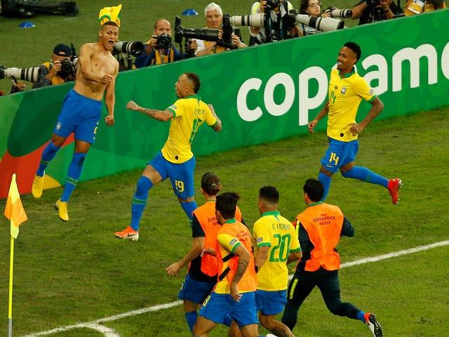 Il Brasile scatta la siccità del campionato Copa América di 12 anni con una vittoria per 3-1 sul Perù