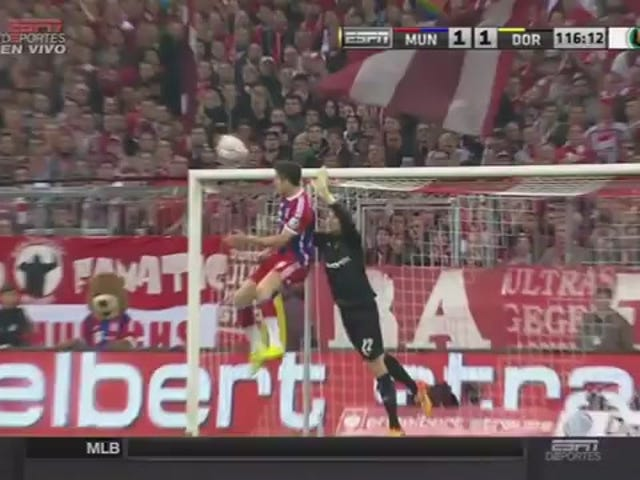 로버트 Lewandowski 머리에 박살 낸다;  과르디올라는 레퍼리토리와 싸우고 싶어한다.