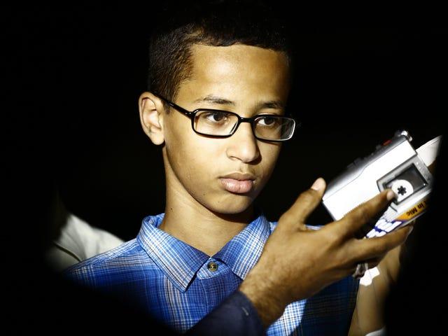 Μουσουλμάνος έφηβος του οποίου το ρολόι με το σπίτι οδήγησε στη σύλληψη του σχολείου