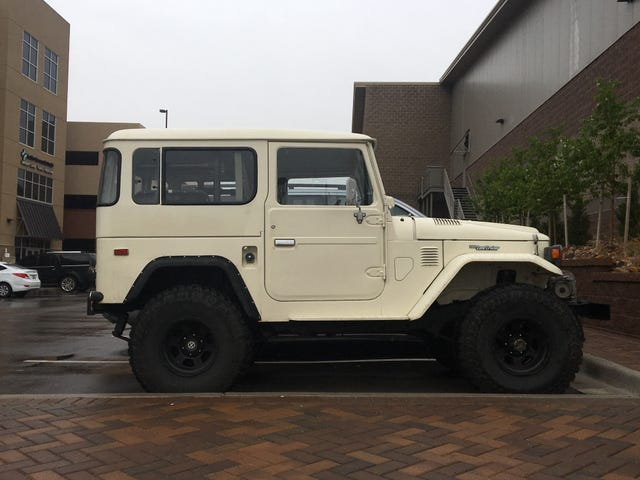 Clean FJ40 at the hockey rink
