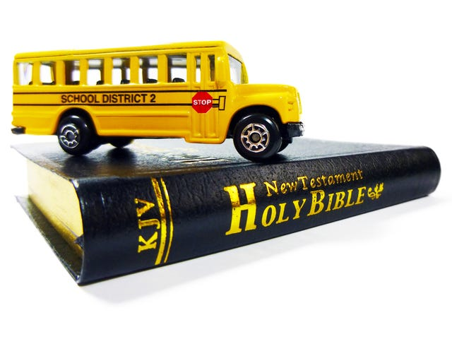 La enseñanza de la Biblia en las escuelas públicas está en aumento a lo largo de la nación, lo que despierta alarma sobre la separación de la Iglesia y el Estado