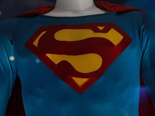 """Le service de diffusion en continu de DC Universe obtient la """"bibliothèque complète de bandes dessinées numériques"""" de DC, révèle le costume de Stargirl"""