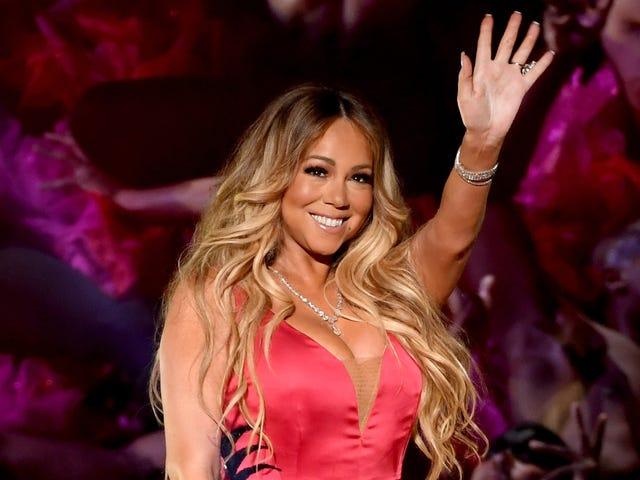 Mariah Carey publie une photo avec Kaepernick - et les médias sociaux oublient rapidement qu'elle est noire