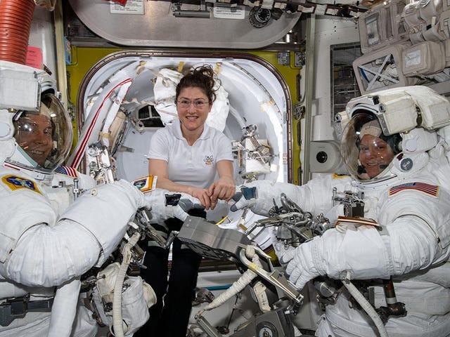 La NASA cancela el paseo espacial con mujeres astronautas porque
