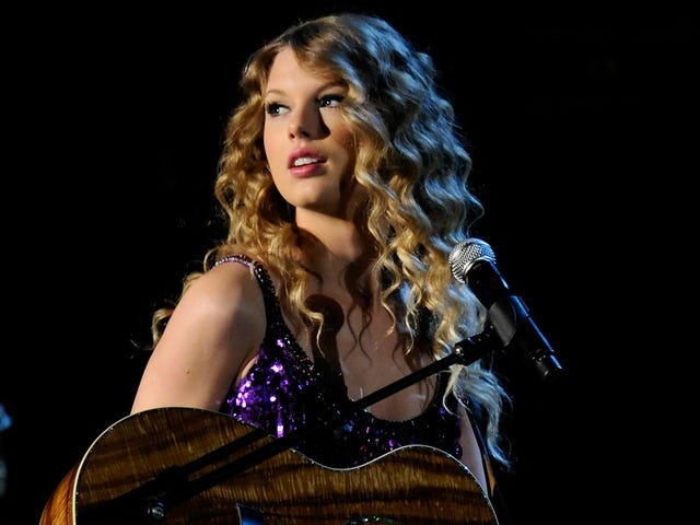 Taylor Swift to descend from Mount Pop Star and perform for lowly country music fans once again
