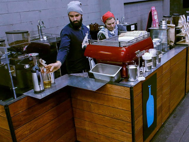 Blue Bottle Coffee beginnt seinen Plan, keine Abfälle mehr zu verursachen, indem Einwegbecher gestrichen werden