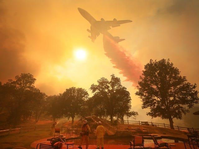 747 Tanker Fighting California Wildfire