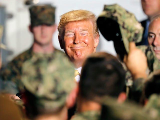 Le président Trump pense que la marine essaie trop