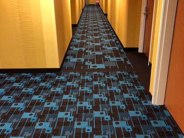 Nuevo competidor para la peor alfombra de hotel [Actualización]