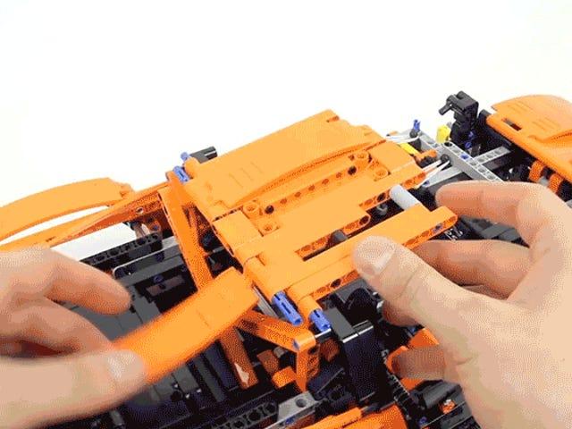 Een snelle timelapse-opbouw van Lego's gigantische nieuwe Porsche is 25 minuten lang