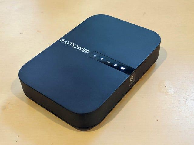 RAVPower FileHub是一个电池组,外部驱动器和旅行路由器,它们合而为一