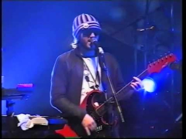Track: Fall In A River (Live) | Artist: Badly Drawn Boy | Album: The Hour of Bewilderbeast