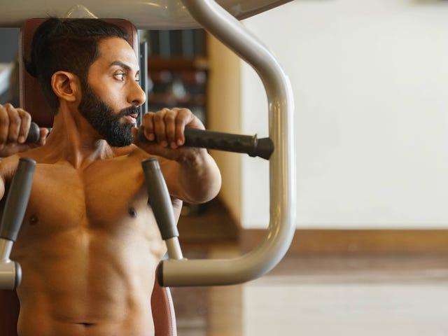 Kapan Tidak Boleh Dikatakan pada Seseorang bahwa Mereka Melakukan Sesuatu yang Salah di Gym?