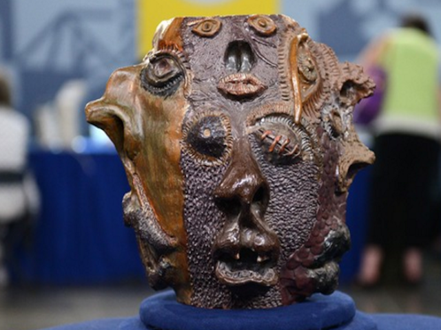 Antiques Roadshow évalue par erreur un pichet en argile fabriqué par High Schooler à 50 000 $