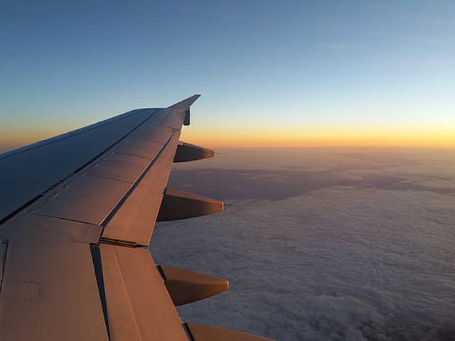 Hvorfor kommercielle fly flyver 10.000 meter højt (landingsbane: flyselskaber forlader kvæg)