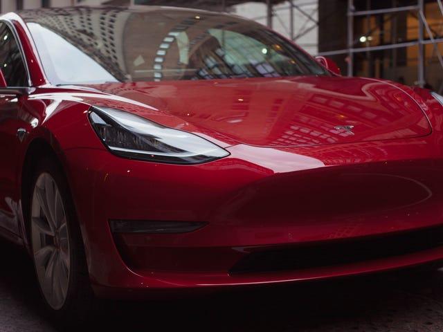 Chủ sở hữu Tesla có thể có được một mô hình mới 3 Sooner Than Mọi người khác