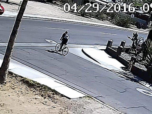 มัสแตงวิ่งลงรถจักรยานและเร่งความเร็ว