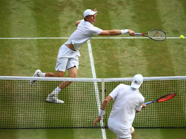 Let's Watch This Never-Ending Monstrosity Together: Your Hastily Made Anderson-Isner Wimbledon Liveblog