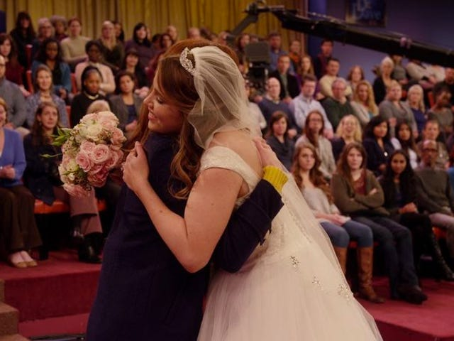 """<a href=https://tv.avclub.com/unbreakable-kimmy-schmidt-breaks-on-national-television-1798187565&xid=17259,15700021,15700186,15700190,15700256,15700259,15700262 data-id="""""""" onclick=""""window.ga('send', 'event', 'Permalink page click', 'Permalink page click - post header', 'standard');""""><i>Unbreakable Kimmy Schmidt</i> quebra na televisão nacional</a>"""
