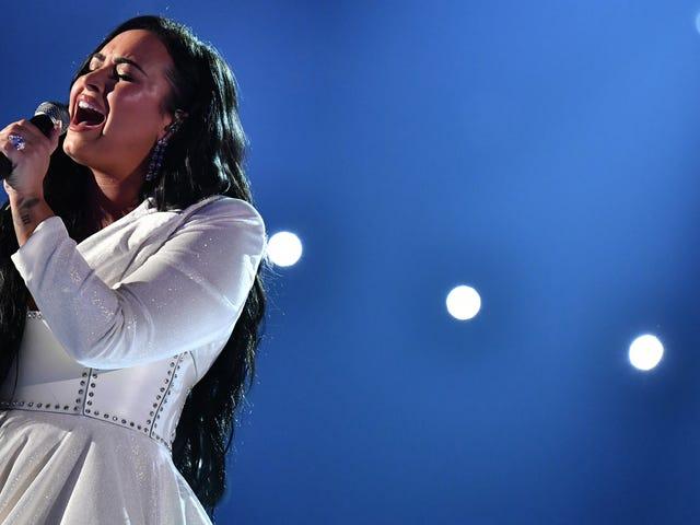 데미 로바 토 (Demi Lovato) : '전세계가 여성을 서로 맞대고 싶어한다'