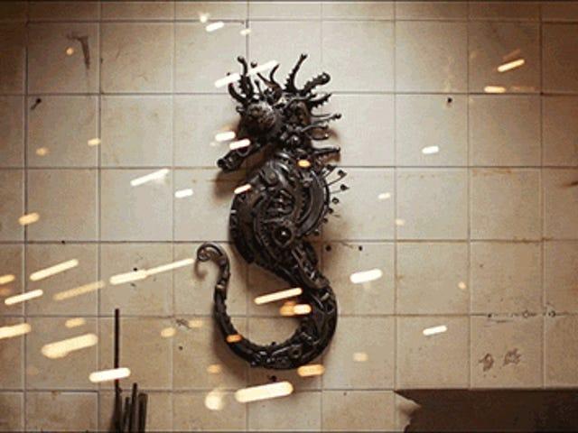 Se en kunstner Skift metal i dyreskulpturer