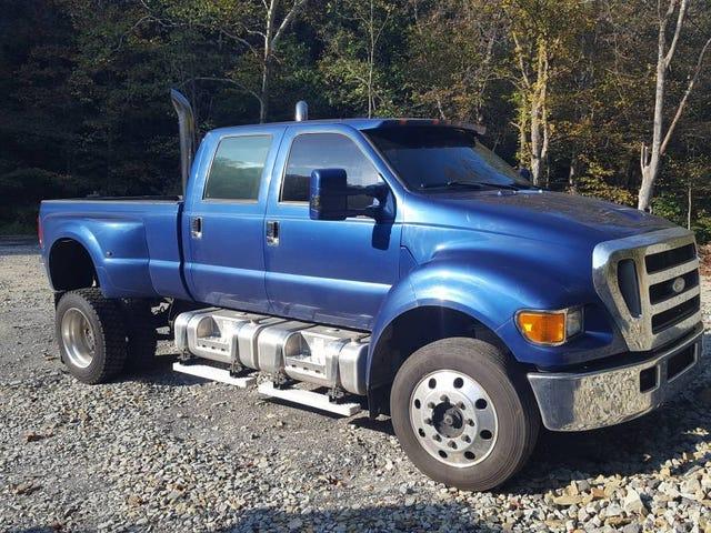 Với mức giá 50.000 USD, chiếc Ford F650 Super Duty Diesel năm 2006 này có phải là một sản phẩm hoàn hảo được mua không?