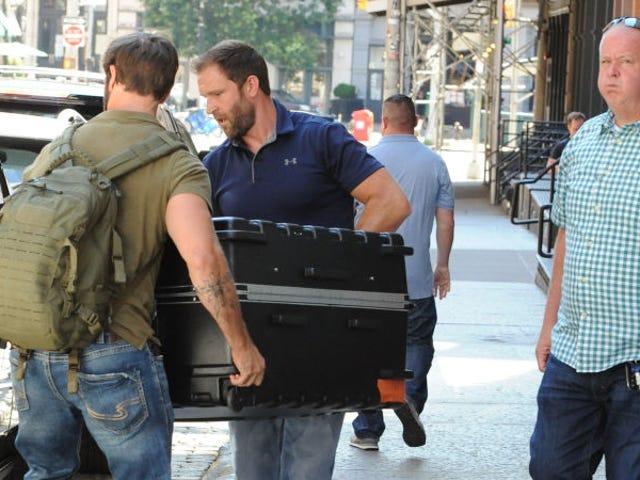 Confirman una descabellada teoría de Internet sobre Taylor Swift: se esconde en una maleta para evitar a los paparazzis