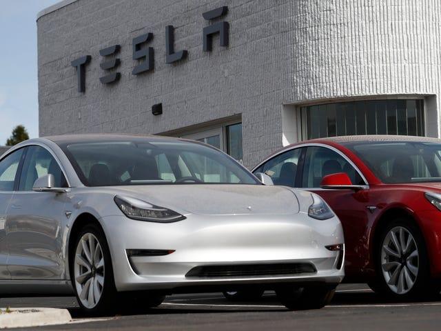 Tesla vai finalmente começar a fazer o modelo de US $ 35.000 no início de 2019, segundo Elon Musk <em></em>