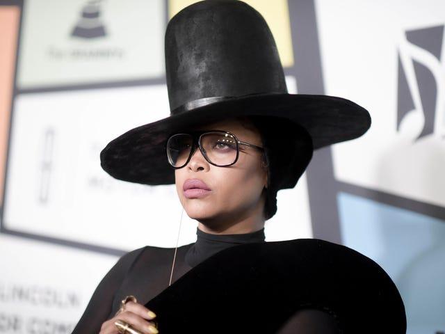 """黑人Twitter告诉Erykah Badu在芝加哥音乐会上""""来到R.凯利的辩护""""后有一个靠窗的座位[更新]"""