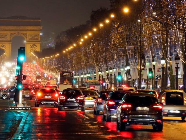 Paris tiến về phía trước với bức xạ triệt để trên ô tô
