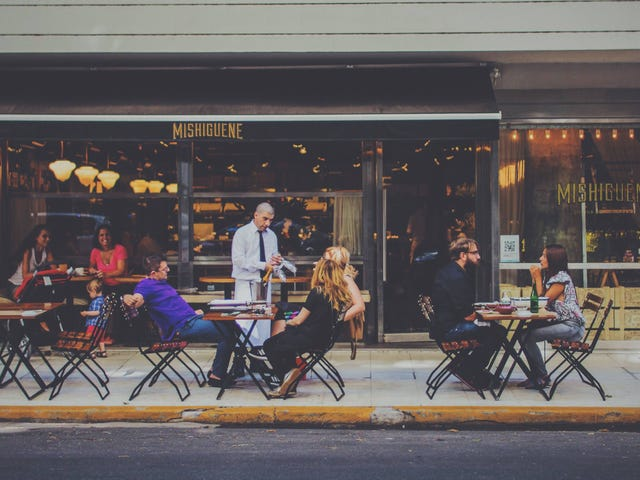 Ăn uống ngoài trời tốt nhất trong thành phố của bạn là gì?