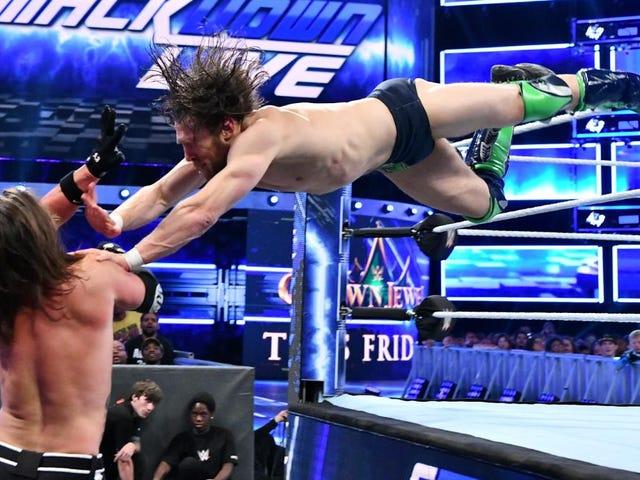 はい、WWEは金曜日のサウジアラビアカードを離れてJohn CenaとDaniel Bryanを書いた