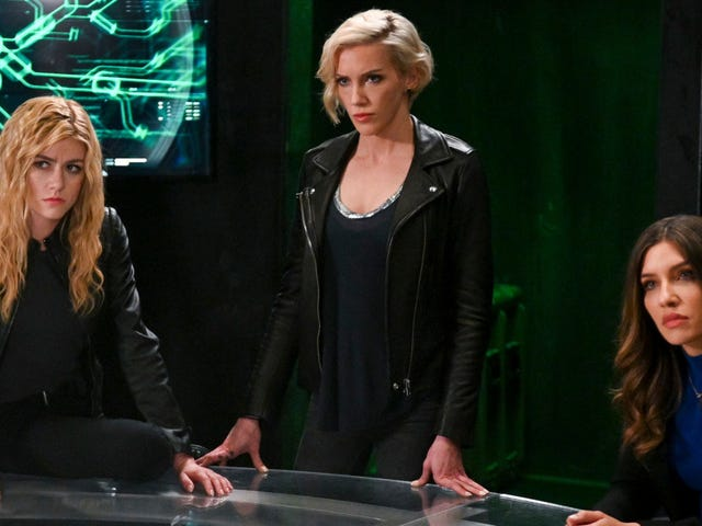The Green Arrow and the Canaries Spinoff Could Make for a Stake-Less Arrowverse